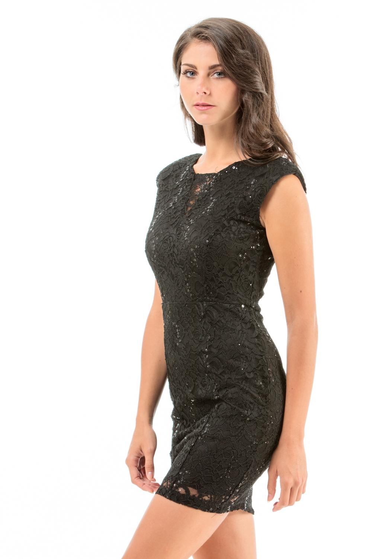 Quand porter une robe en dentelle noire